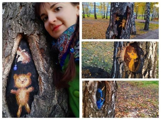 Новосибирская художница расписала дупла в сквере сказочными зверями
