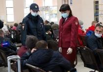 Сотрудники Забайкальской железной дороги совместно с Роспотребнадзором и транспортной полицией провели рейд по профилактике распространения коронавируса на вокзале Читы