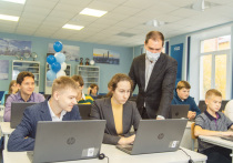 Омский НПЗ начал обучение старшеклассников цифровым технологиям