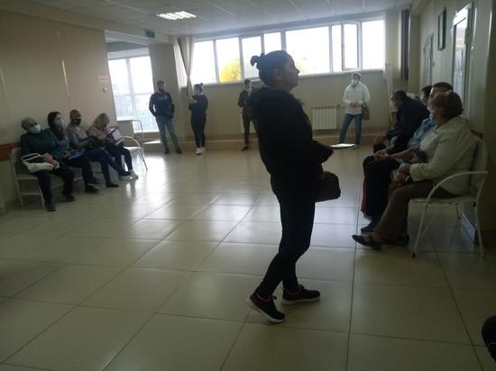 В поликлиниках Оренбурга невозможно получить талон на обследование с острой болью