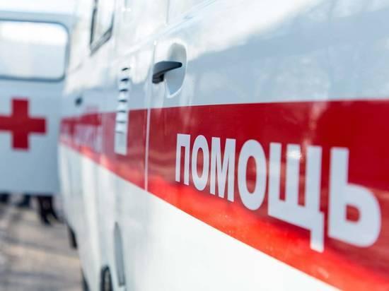 В Волгограде иномарка налетела на столб: пострадали 4 человека