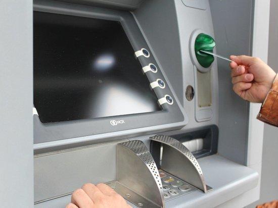 В Тазовском районе мужчина пришел к банкомату и перевел мошенникам 180 тыс.