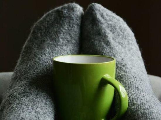 Невролог рассказала, о каких болезнях сигнализируют холодные ноги