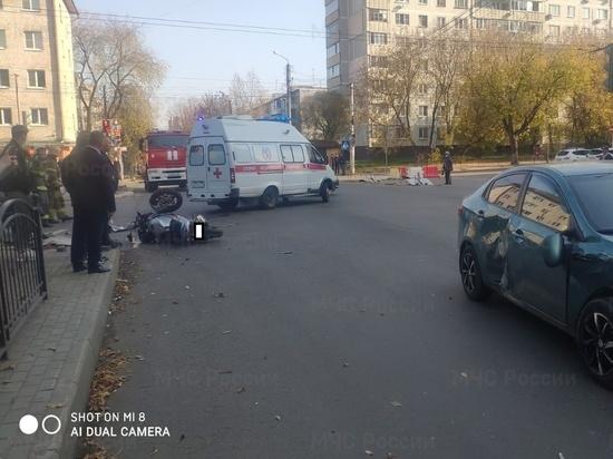 Попавшего в центре Калуги в ДТП молодого мотоциклиста госпитализировали