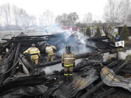 Находясь под действием наркотика и алкоголя отец, не потушил сигарету, из-за чего в доме вспыхнул пожар.