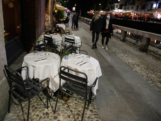 Закрытие баров, комендантский час: что предпринимают против коронавируса в странах Европы