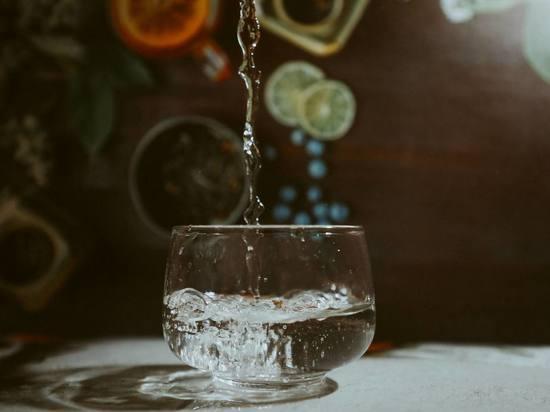 Диетолог рассказал о полезной «съедобной» воде