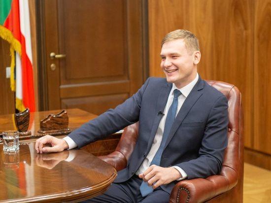 Глава Хакасии вошел в топ губернаторов, которые неформально отвечают на запросы граждан