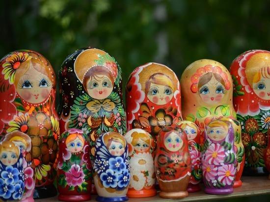 Кировские судебные приставы арестовали матрёшек