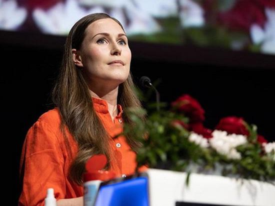 Премьер-министр Финляндии Санна Марин снялась для нового номера глянцевого журнала Trendi в пикантном наряде и спровоцировала бурные споры в Сети