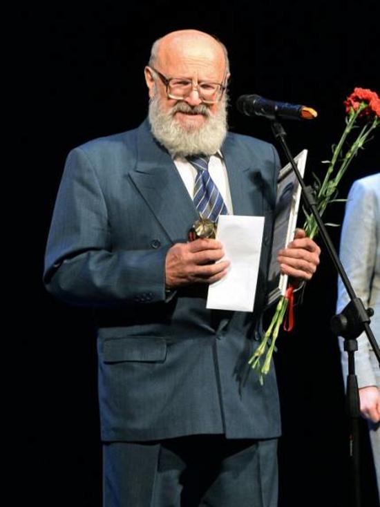 Глава государства присвоил известному курскому журналисту высокое звание