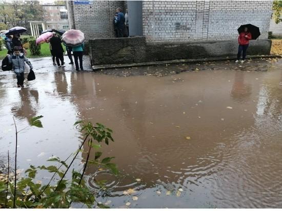 Мама псковского школьника: Не можем забрать детей во время дождей