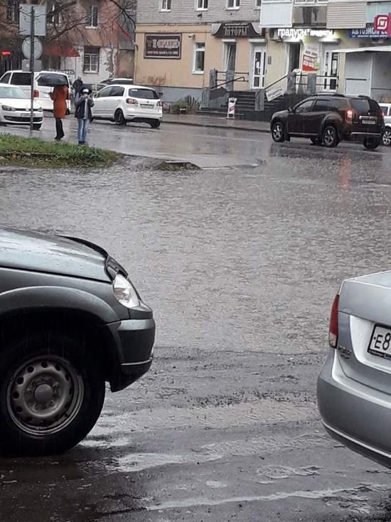 Дороги в Тверской области залило водой