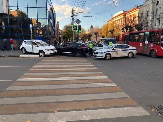 Массовое ДТП в центре Рязани: пострадали 17-летний пешеход и водитель