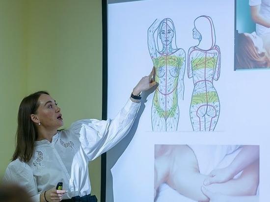 «Вместе мы сильнее»: так называется проект для женщин, столкнувшихся с раком молочной железы. Это заболевание считается одним из наиболее часто встречающихся, ему подвержена каждая 10-я женщина. Несмотря на скрининг и раннюю диагностику, уровень заболеваемости растет: ежегодно в нашей стране диагностируется более 70 000 первичных опухолей молочной железы. При этом рак молочной железы считается одним из наиболее поддающихся лечению.