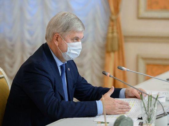 Александр Гусев поручил ежедневно докладывать о соблюдении масочного режима в транспорте