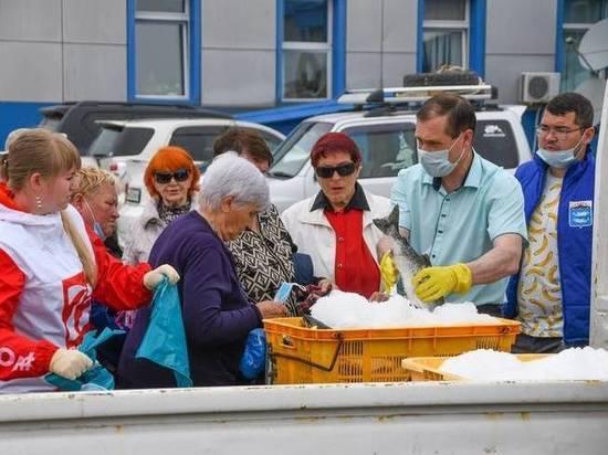 Сахалинцам бесплатно раздали 35 тонн рыбы