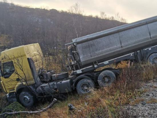 На федеральной трассе Р-21 «Кола» опрокинулся грузовик