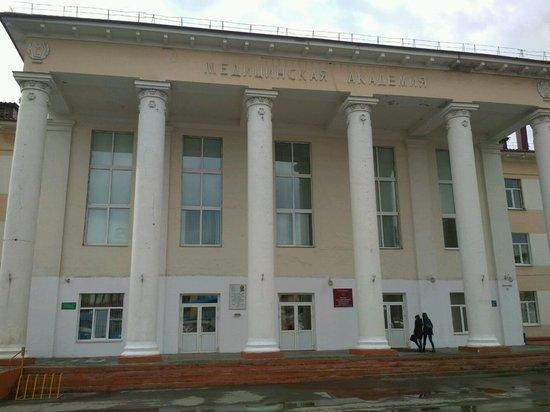 Омских студентов-медиков не будут направлять в ковидных центрах