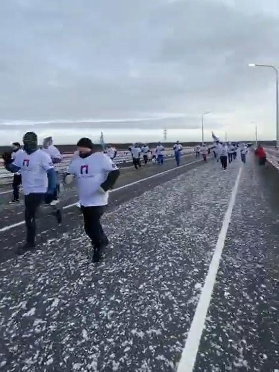 Долгожданное утро: открытие Пуровского моста отметили массовым забегом