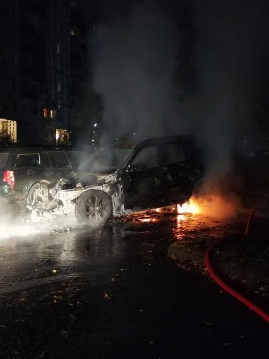 Ещё одна иномарка сгорела ночью в Тверской области