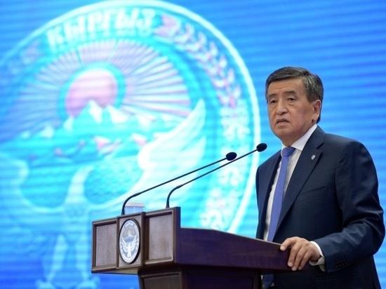 Президент Кыргызстана назвал народных дружинников героями Бишкека