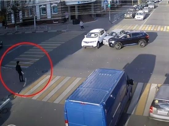 Появилось видео ДТП у «Атрона», где пострадал подросток-пешеход