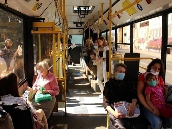 Пассажиры псковских автобусов пренебрегают масками