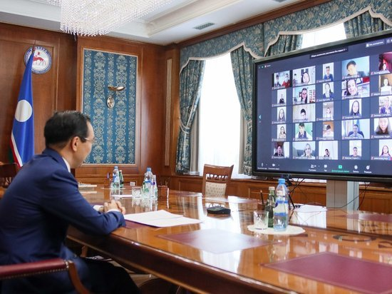 Айсен Николаев напутствовал юных якутян