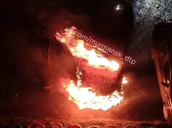 На улице Старостина горел автомобиль