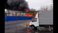 В Нижнем Новгороде загорелся склад: столб дыма сняли на видео