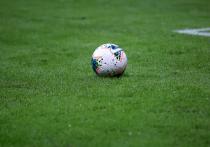 О том, что УЕФА может забрать у России право проведения матчей перенесенного на следующее лето Евро-2020, сообщила британская The Sun