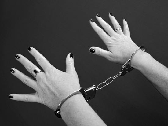 В Ижевске у девушки изъяли 21 сверток наркотиков