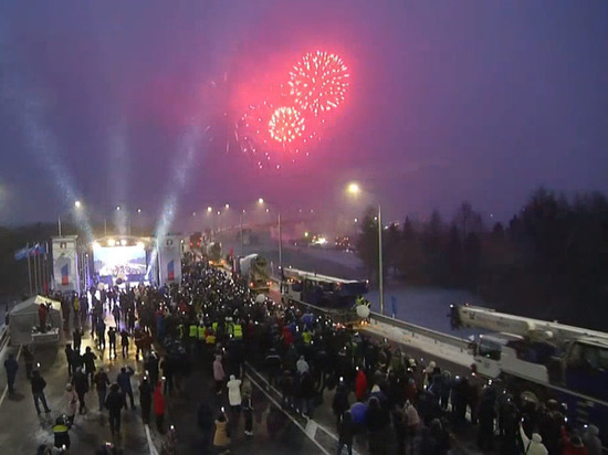 Награды от губернатора и праздничный салют: на Ямале торжественно открыли проезд по Пуровскому мосту