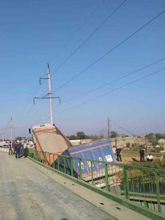 В Дагестане рухнул мост из-за нагрузки