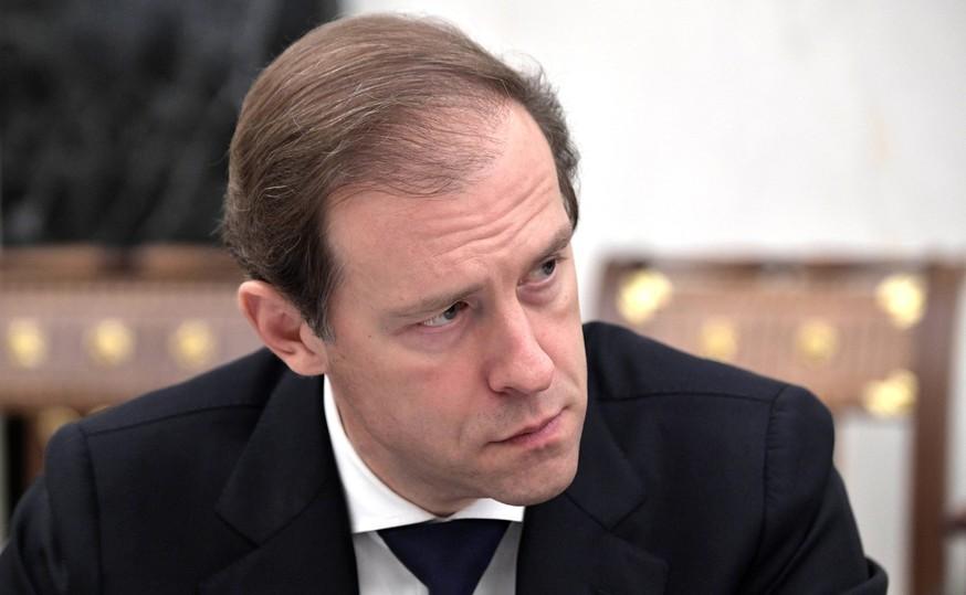 884b884dd4541dfbf13073f60f65d22a - Падение рубля: министр Мантуров рад, россияне не рады