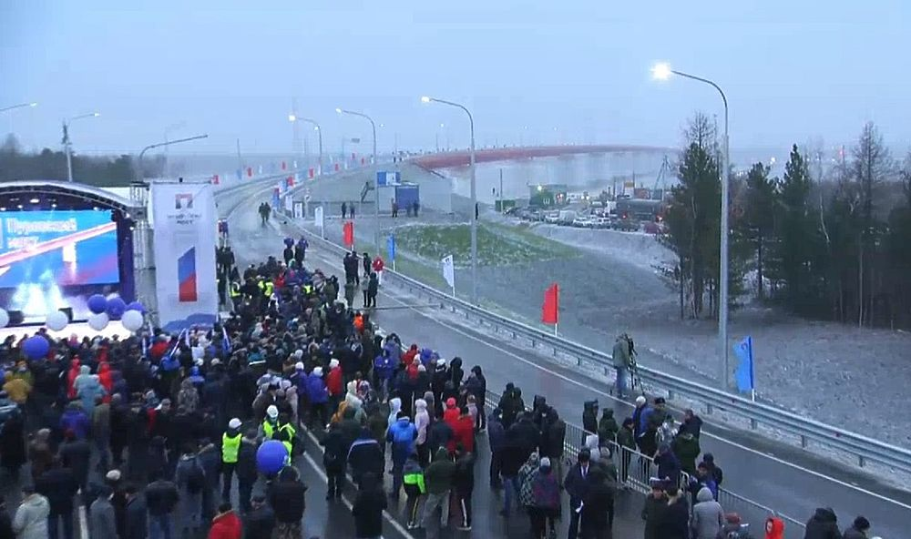 Поехали: как в ЯНАО открывали Пуровский мост