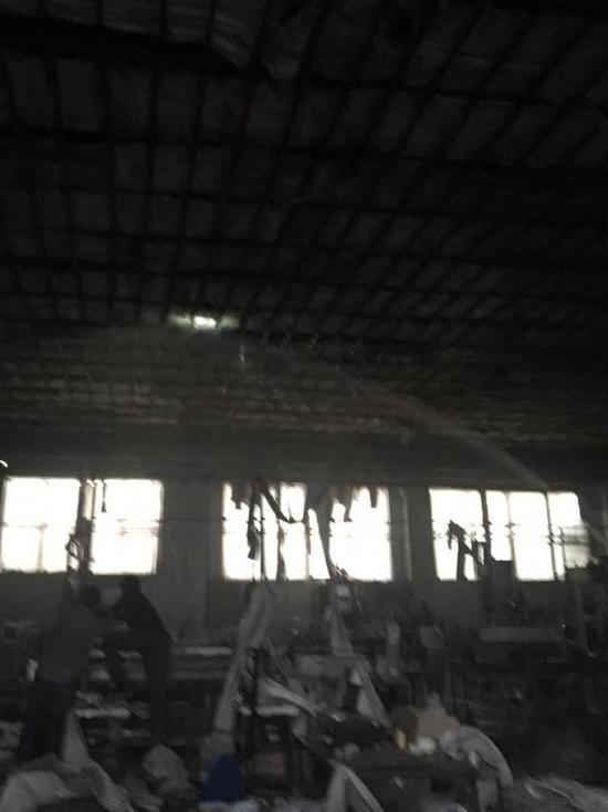 В Дагестане горит винно-коньячный завод