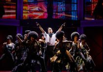 Пока американский Бродвей заколачивает двери театров до лета будущего года и подсчитывает убытки, московский Бродвей во главе с Дмитрием Богачевым наводит лоск на самый ожидаемый мюзикл сезона – легендарные «Шахматы» Тима Райса, Бенни Андерссона и Бьорна Ульвеуса