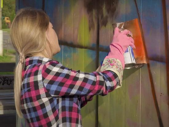 В городе Конаково местные жители рисуют яркие граффити