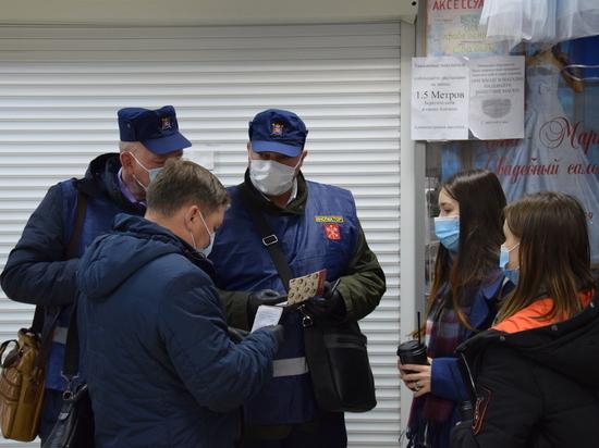 Чиновники проверили соблюдение масочного режима на Апрашке