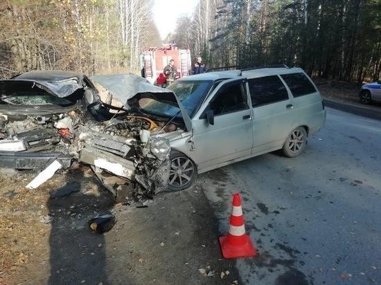 Водителя ВАЗ-21124 зажало в автомобиле после ДТП в Асбесте