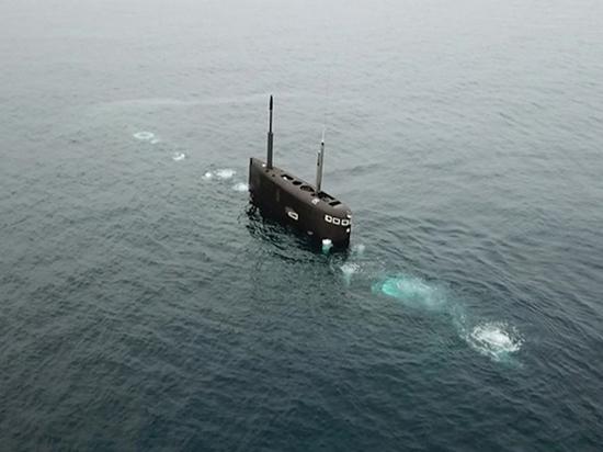На борту подлодки в Средиземном море провели хирургическую операцию
