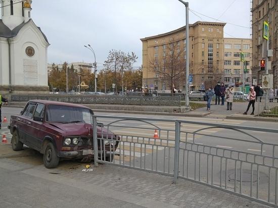В Новосибирске ВАЗ сбил женщину прямо в центре Российской империи