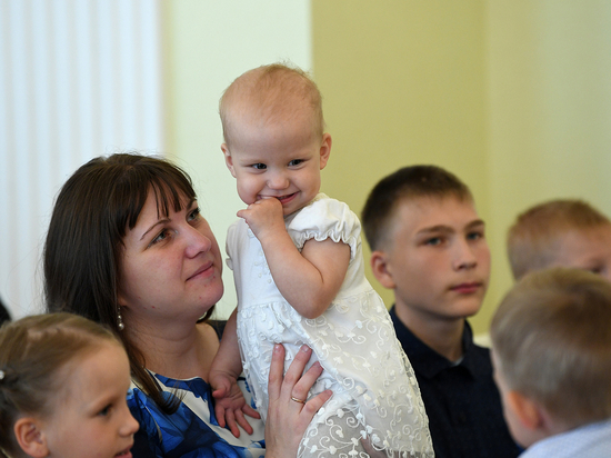 Больше семи тысяч семей в Тверской области получили выплаты