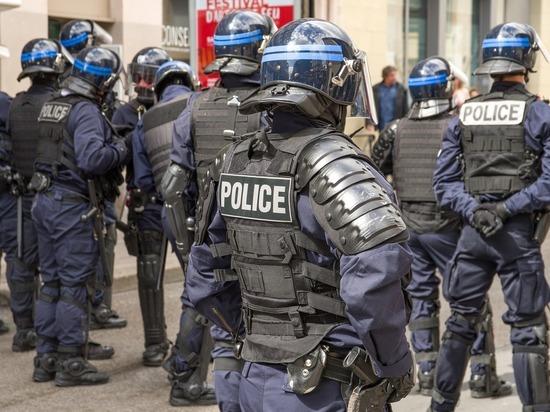 Во Франции объяснили предоставление убежища семье напавшего на учителя