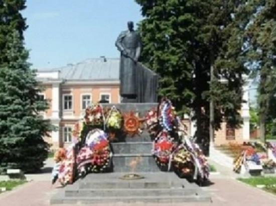В Ельце дети осквернили памятник погибшим в Великой Отечественной войне