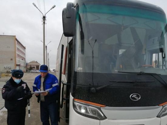 В Новом Уренгое полицейские проверили больше сотни автобусов