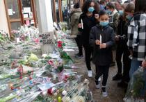 Жестокий террористический акт в парижском пригороде, где 18-летний экстремист обезглавил учителя, вызвал не только шок во французском обществе, но и неоднозначную реакцию политиков и СМИ