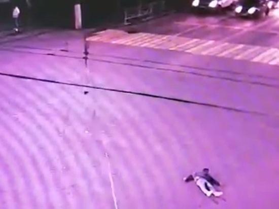 Появилось видео аварии, в которой сбили пьяного пешехода в центре Твери